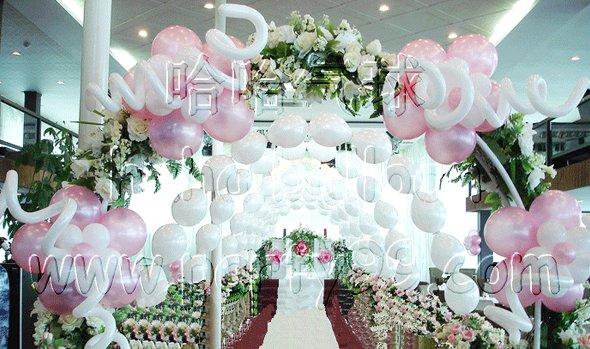 鲜花气球艺术拱门壹座(可置换成迎宾拍照墙); 欧式布艺背景(带星光)
